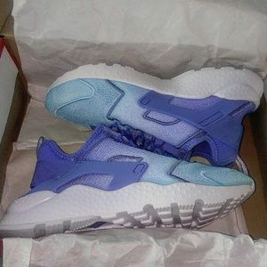nike Shoes - Womens Nike Huarache Ultra BR (Size 9.5)